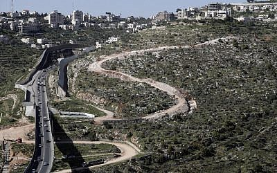 A new section of Israel's security barrier in the Cremisan Valley, adjacent to the Christian Palestinian town of Beit Jala, in the West Bank, on April 7, 2016. (AFP/Thomas Coex)