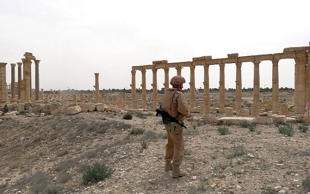 A Russian army soldier looks on as sappers check for mines in the ancient Syrian city of Palmyra, April 7, 2016. (AFP/Max DELANY)