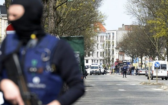 Illustrative photo of a Belgian police officers standing guard in a street in Etterbeek, Brussels, on April 9, 2016, as part of the investigation into the November 13, 2015, Paris attacks in which 130 died; and the March 22, 2016, attacks in Brussels, which left 32 dead. (AFP/Thierry Charlier)