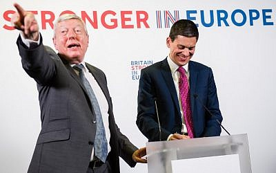 British Labour Party former home secretary Alan Johnson (L) moderates as David Miliband (R), former Labour Party politician and foreign secretary, takes questions after making a speech on supporting Britain remaining in the European Union, in central London, on April 12, 2016. (AFP PHOTO/LEON NEAL)