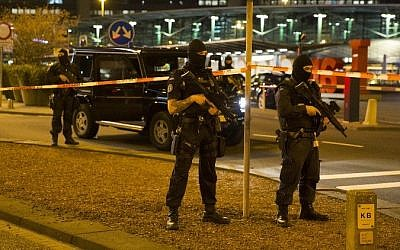 Dutch policemen stand guard by a cordoned off area outside Amsterdam's Schiphol Airport late on April 12, 2016, after it was partially evacuated following a security alert, and a person was one arrested, according to official sources. (AFP/ ANP / Michel van Bergen)