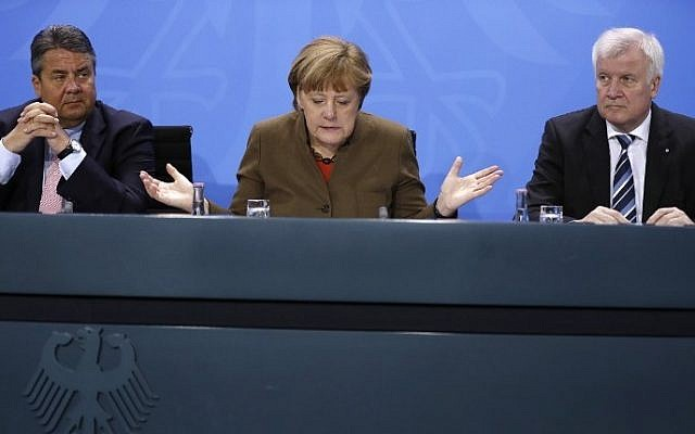 German Vice Chancellor, Economy and Energy Minister Sigmar Gabriel, German Chancellor Angela Merkel and Bavarian state premier and leader of the conservative Christian Social Union (CSU) Horst Seehofer give a press conference on April 14, 2016 at the Chancellery in Berlin. (AFP/ ODD ANDERSEN)