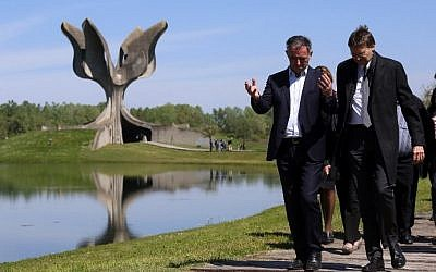 Members of the Jewish community walk in front of a memorial in the shape of a flower in Jasenovac on April 15. 2016. (AFP PHOTO / STRINGER)