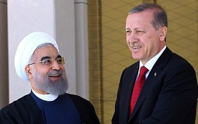 Turkish President Recep Tayyip Erdogan (R) shakes hands with his Iranian counterpart Hassan Rouhani during an official welcoming ceremony at the presidential complex in Ankara on April 16, 2016. (AFP PHOTO / ADEM ALTAN)