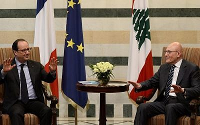 Lebanese PM Tamam Salam (R) meets with French President Francois Hollande at the government palace in downtown Beirut on April 16, 2016. (AFP PHOTO / STEPHANE DE SAKUTIN)