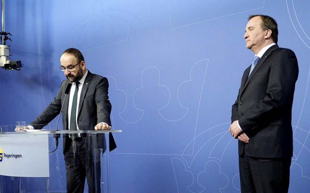 Sweden's Housing Minister Mehmet Kaplan (L) speaks next to Prime minister Stefan Lofven at a press conference to announce his resignation on April 18, 2016 in Stockholm following his comments on Israel. (AFP PHOTO / TT News Agency / Jessica Gow)