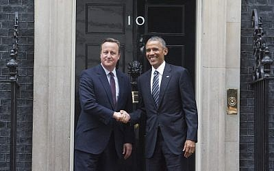 Britain's Prime Minister David Cameron (L) and US President Barack Obama (R) shake hands on the step outside 10 Downing Street as Obama arrives for talks in central London on April, 22, 2016. (AFP PHOTO / JUSTIN TALLIS)
