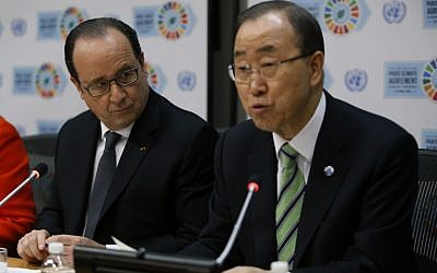 United Nations Secretary-General Ban Ki-moon speaks next to France's President Francois Hollande during a press conference at the United Nations after the Opening Ceremony of the High-Level Event for the Signature of the Paris Agreement April 22, 2016 in New York. (AFP PHOTO/KENA BETANCUR)