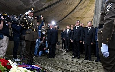 Croatian leaders honor the victims of the Balkan country's most notorious World War II death camp in Jasenovac on April 22, 2016. The ceremony was boycotted by critics who accuse rulers of tolerating a revival of pro-Nazi ideology. (STR/AFP)