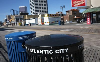 Trash and recycling bins stand on a nearly empty boardwalk in Atlantic City, New Jersey, March 30, 2016. (John Moore/Getty Images/AFP)