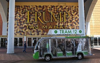 Tourists ride along the boardwalk at the Trump Taj Mahal casino hotel in Atlantic City, New Jersey, March 30, 2016. (John Moore/Getty Images/AFP)