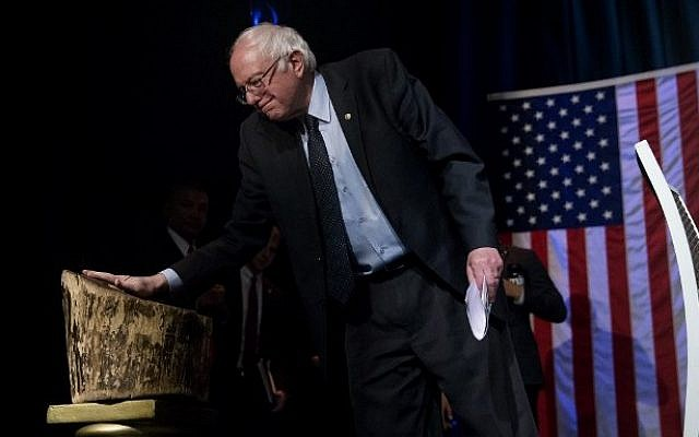 Democratic presidential candidate Sen. Bernie Sanders touches the Tree of Hope while taking the stage during a Community Conversation at the Apollo Theater on April 9, 2016 in the Harlem neighborhood of New York City. (Eric Thayer/Getty Images/AFP)