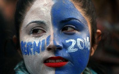 A woman at a rally for Democratic Presidential candidate Bernie Sanders in New York City's historic Washington Square Park on April 13, 2016 in New York City. (Spencer Platt/Getty Images/AFP)