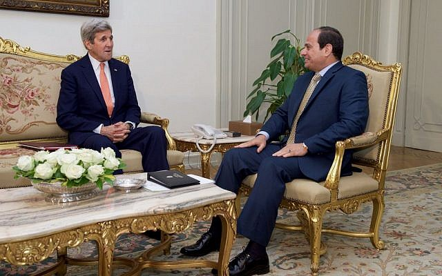 US Secretary of State John Kerry, left, meets with Egyptian president Abdel-Fattah el-Sissi in Cairo on April, 20, 2016. (US State Department)
