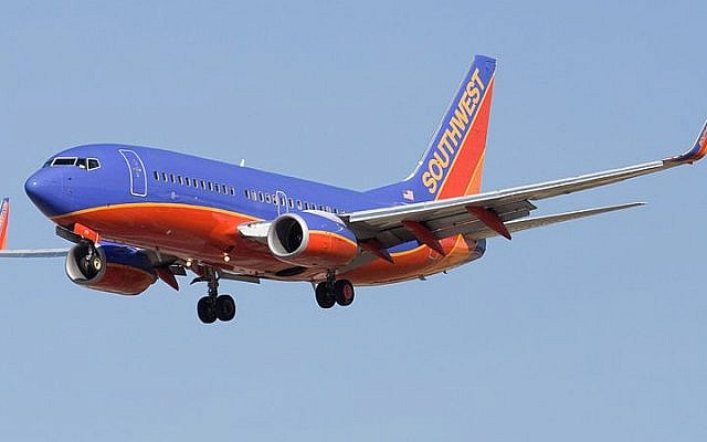 A Southwest Airlines Boeing 737–700 seen landing at San Jose International Airport on May 15, 2008. (CC BY-SA Dylan Ashe, Wikimedia commons)