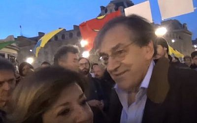 Pro-Israel French Jewish philosopher Alain Finkielkraut ejected from a rally in Republique Square, Paris, April 16, 2016. (YouTube: Cercle des Volontaires)