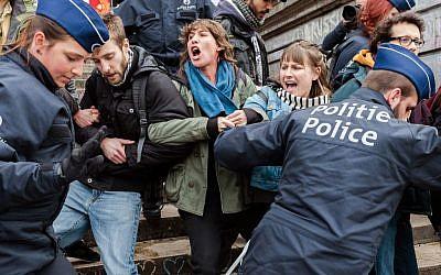 Police detain a group of people at the Place de la Bourse in Brussels, Belgium, April 2, 2016. (AP/Geert Vanden Wijngaert)