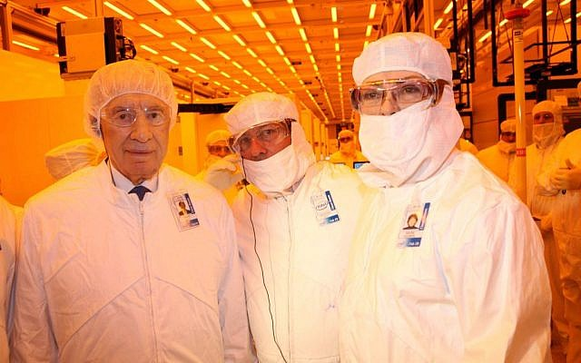 Former president Shimon Peres, left, and Intel employees at a Kiryat Gat chip factory in 2012. (Sivan Faraj/FLASH90)