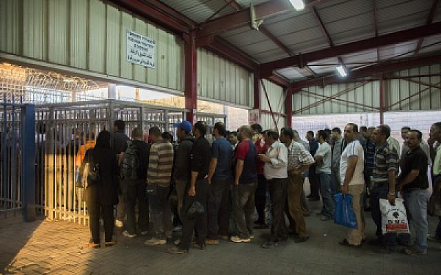 Palestinian workers wait to cross the checkpoint from the West Bank town of Ramallah to work in Israel, June 4, 2013. (Yonatan Sindel/Flash90)