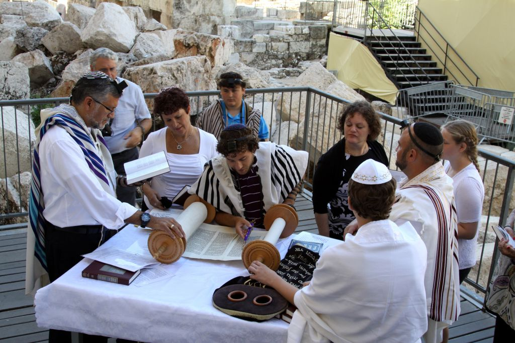 The section prepared for prayer for the Women of the Wall by Robinson's Arch in Jerusalem's Old City, is open for Jews both men and women to pray together as seen here, on July 17, 2014. (Gershon Elinson/Flash90)