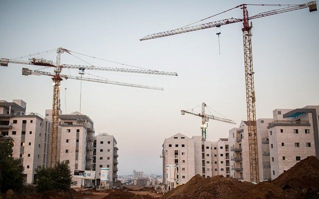 Illustrative photo of new apartment buildings under construction in the central Israeli city of Ra'anana, on July 25, 2015. (Hadas Parush/Flash90)