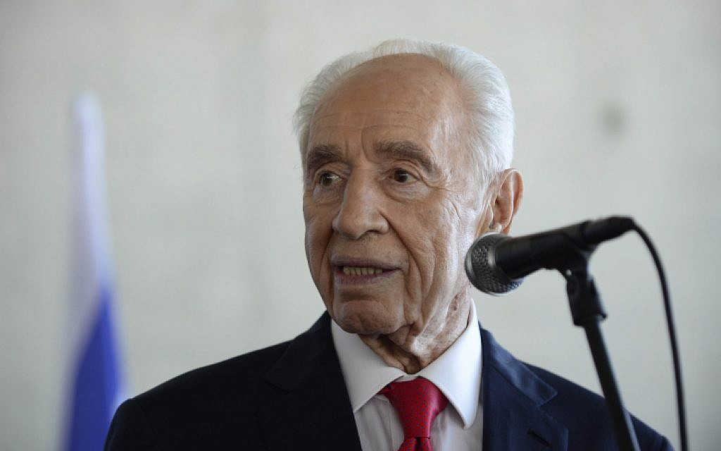 Former Israeli president Shimon Peres in The Peres Center for Peace in Tel Aviv on July 27, 2015. (Tomer Neuberg/Flash90)