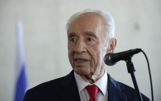 Former Israeli president Shimon Peres at the Peres Center for Peace in Tel Aviv on July 27, 2015. (Tomer Neuberg/Flash90)