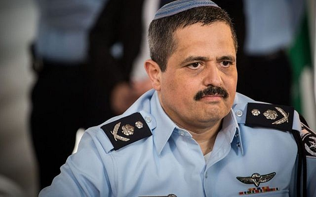 Chief of Police Roni Alsheich at the welcoming ceremony held in his honor, at the National Police Headquarters in Jerusalem, on December 3, 2015. (Hadas Parush/Flash90)