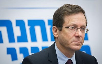 Isaac Herzog leads a Zionist Union faction meeting in the Knesset on February 22, 2016. (Miriam Alster/Flash90)