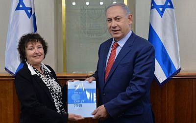 Illustrative: Prime Minister Benjamin Netanyahu receives a copy of the Bank of Israel's annual report for 2015 from bank governor Karnit Flug at the Prime Minister's Office in Jerusalem, April 3, 2016. (Kobi Gideon/GPO)