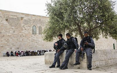 Police seen at the Temple Mount compound in Jerusalem's Old City, on April 10, 2016. (Corina Kern/Flash90)