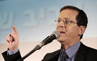 Opposition leader Isaac Herzog on April 12, 2016 (Tomer Neuberg/Flash90)