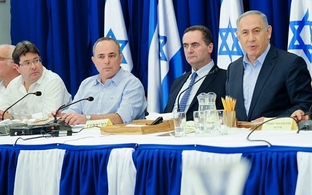 Prime Minister Benjamin Netanyahu leads the weekly cabinet conference, held in the Golan Heights, on April 17, 2016. (Meir Vaknin/POOL)