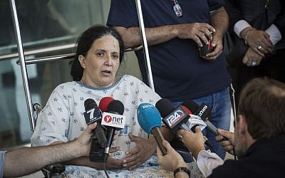 Rachel Dadon speaks with the press at Hadassah Ein Karem hospital where she and her daughter are hospitalized after being injured in the bus bombing that took place in Jerusalem, on April 19, 2016. Rachel was moderately injured and her daughter is in critical condition. (Hadas Parush/Flash90)