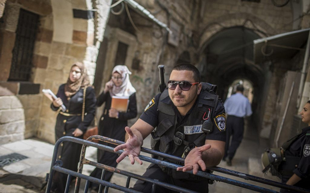 Israeli police guard at an entrance to the Temple Mount in Jerusalem's Old City, during the Jewish holiday of Passover on April 24, 2016. (Hadas Parush/Flash90)