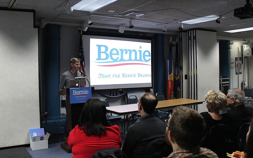 Phil Aroneanu, New York state director of the Sanders campaign, speaking at a Jews for Bernie event in Manhattan, April 10, 2016. (Uriel Heilman, JTA)