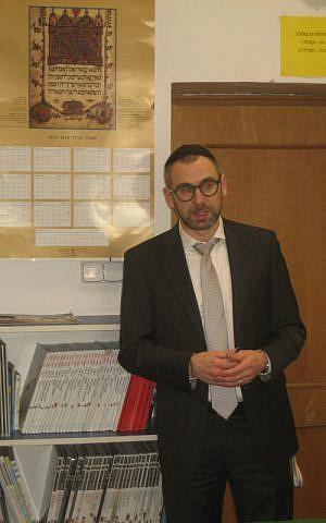 Maciej Pawlak, addressing students at the Lauder Jewish day school (courtesy)