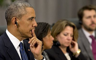 US President Barack Obama listens as French President Francois Hollande speaks during their meeting at the Nuclear Security Summit in Washington, Thursday, March 31, 2016. (AP Photo/Jacquelyn Martin)