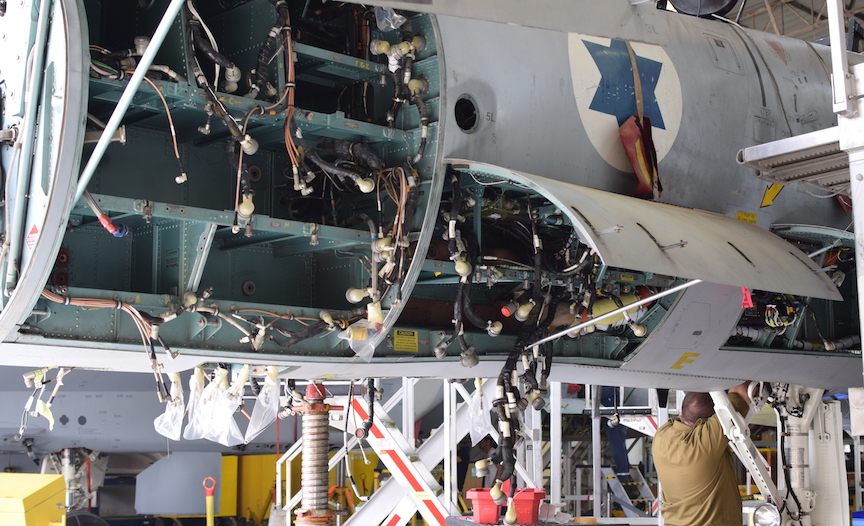 The 'guts' of an F-15 (IAF)