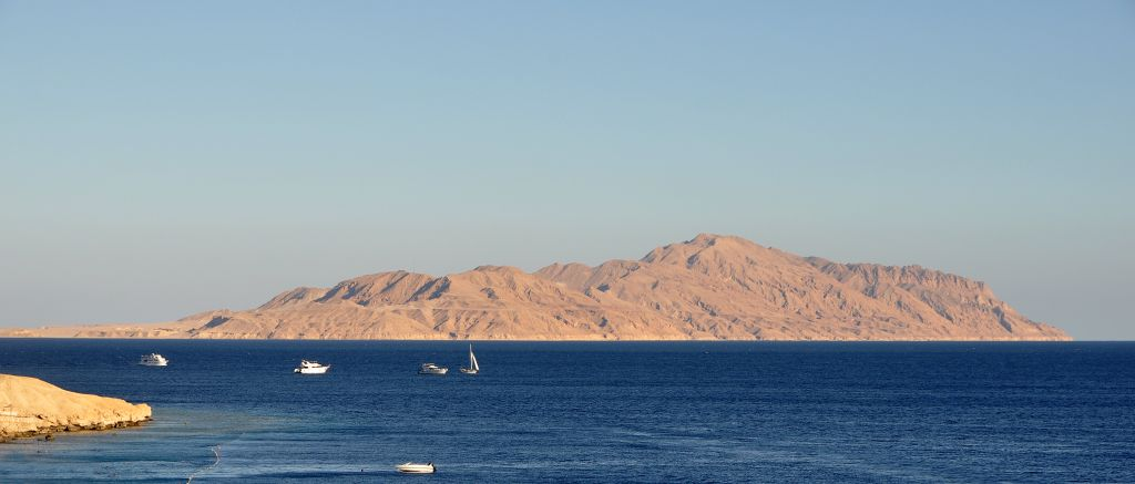 Tiran Island in the Gulf of Aqaba. (CC BY 3.0/Wikipedia/Marc Ryckaert)