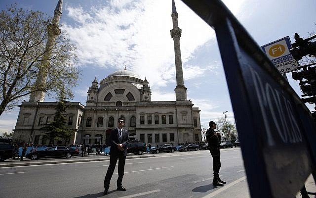 Security officers surround the Bezm-i Alem Valide Sultan Mosque as Turkey's President Recep Tayyip Erdogan attends Friday prayers inside during the 13th Organization of Islamic Cooperation, OIC, Summit in Istanbul, Friday, April 15, 2016. (AP Photo/Emrah Gurel)