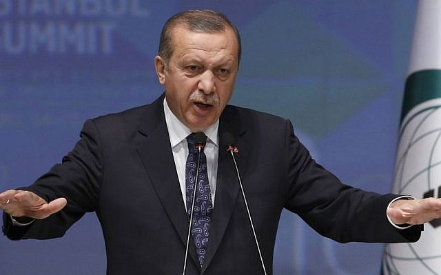 Turkey's President Recep Tayyip Erdogan speaks during a news conference at the end of 13th Organization of Islamic Cooperation, OIC, Summit in Istanbul, Friday, April 15, 2016.(AP Photo/Emrah Gurel)