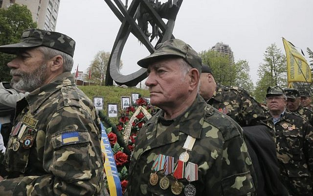 Chernobyl veterans bring flowers to commemorate victims of the Chernobyl nuclear disaster, during a ceremony at the memorial to Chernobyl workers and firefighters in Ukraine's capital Kiev, Ukraine, Tuesday, April 26, 2016.  (AP Photo/Efrem Lukatsky)