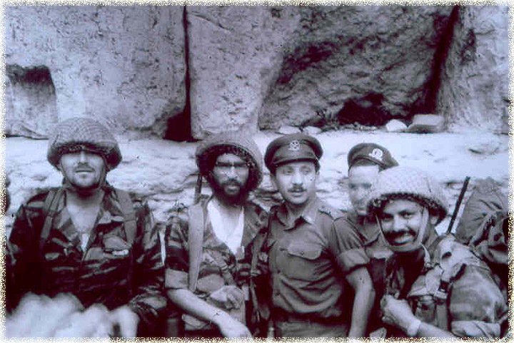 Rabbi Yisrael Ariel (second from left), wounded in his face, carrying the company machine gun, at the Western Wall. (The Temple Institute)