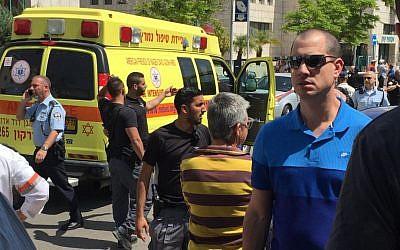 The scene of a stabbing attack in Rosh Ha'ayin on Sunday, April 3, 2016 (Barry Klatzkin)