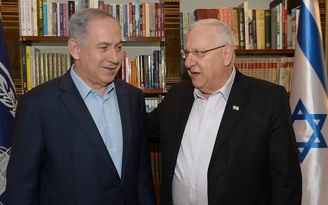 President Reuven Rivlin hosts Prime Minister Benjamin Netanyahu at his official residence in Jerusalem on April 22, 2016 (photo: Amos Ben Gersom/GPO)