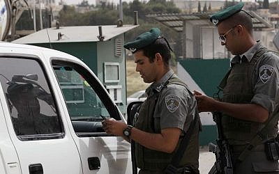 Illustrative photo of Border Police officers checking the papers of Palestinian drivers at a checkpoint, May 9, 2010. (Nati Shohat/Flash90)