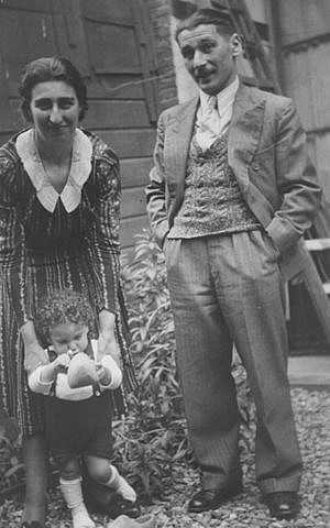 Photograph of Else and Leon Greenman, with their baby son Barney Greenman, taken at the home of friends Van Gijn in Rotterdam (Jewish Museum London)