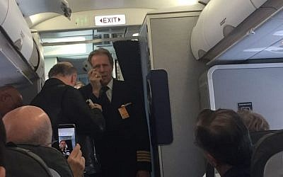 Lufthansa pilot updates passengers after their plane to Tel Aviv returned to Munich when an engine failed, April 21, 2016 (Ksenia Svetlova)