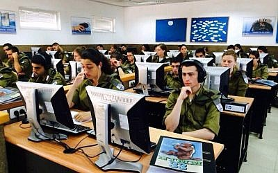 Students in the IDF programing course (Courtesy)
